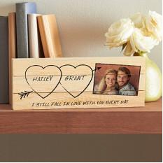 Esculpido em foto de amor Mini palete de madeira