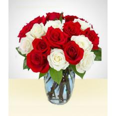 Sorriso bonito: Bouquet de 18 rosas branco e vermelho