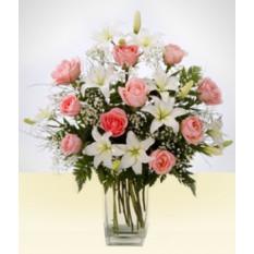 Amizade: vaso de lírios brancos e cor de rosa