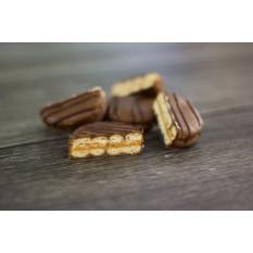 Bolinhos de sanduíche de manteiga de amendoim com cobertura de chocolate